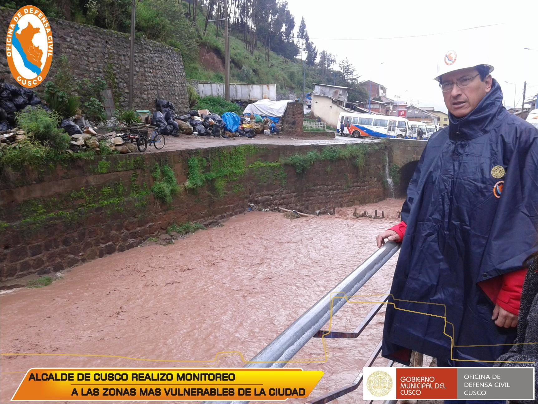 ALCALDE DE CUSCO INSPECCIONO ZONAS AFECTADAS POR INTENSAS LLUVIAS, Y DIO ASISTENCIA A DAMNIFICADOS.