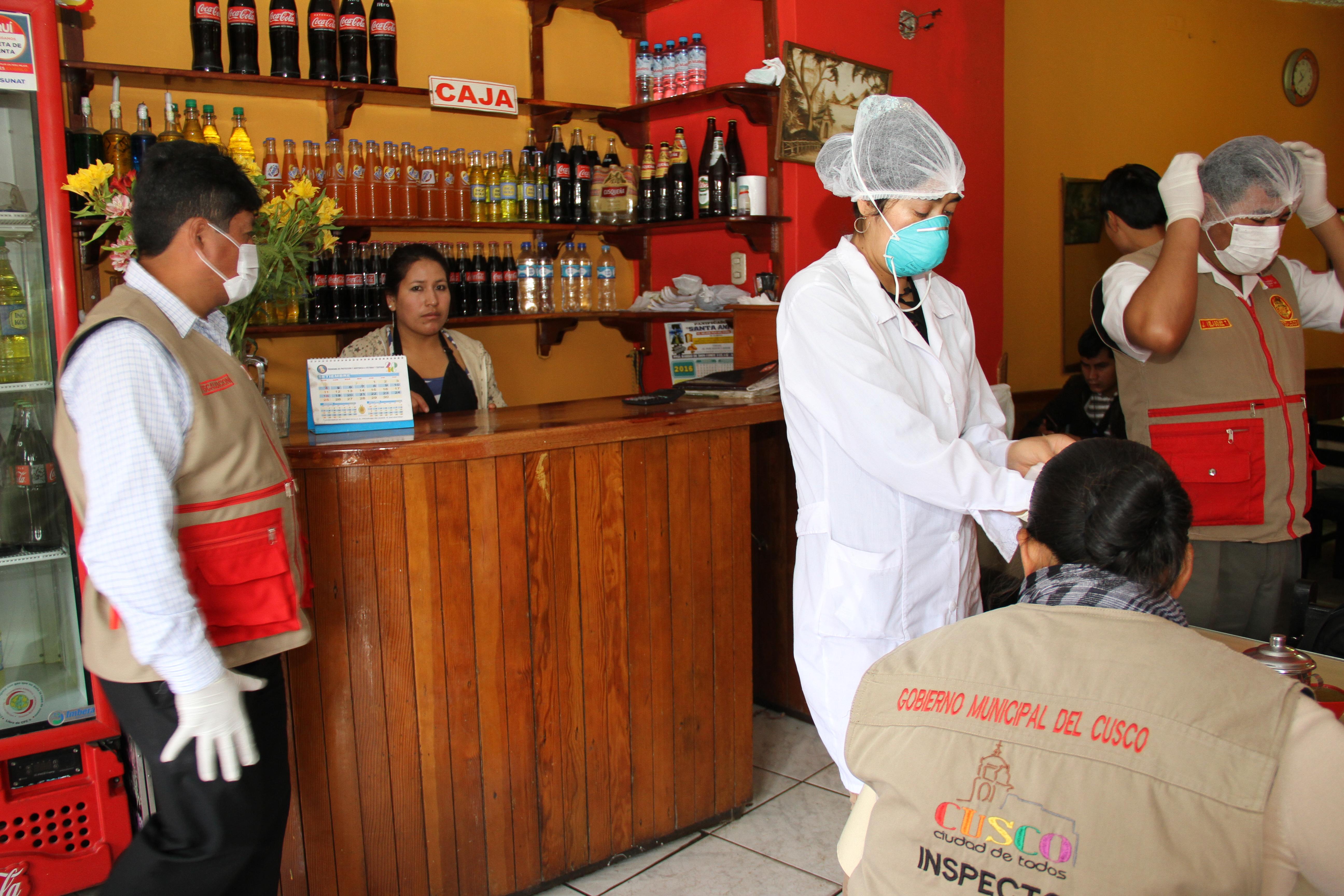 Operativos serán permanentes en el centro de la ciudad MUNICIPALIDAD DEL CUSCO IMPONE MANO DURA A CENTROS DE DIVERSIÓN Y RESTAURANTES QUE NO CUMPLEN CON LAS NORMAS VIGENTES DE SEGURIDAD E HIGIENE