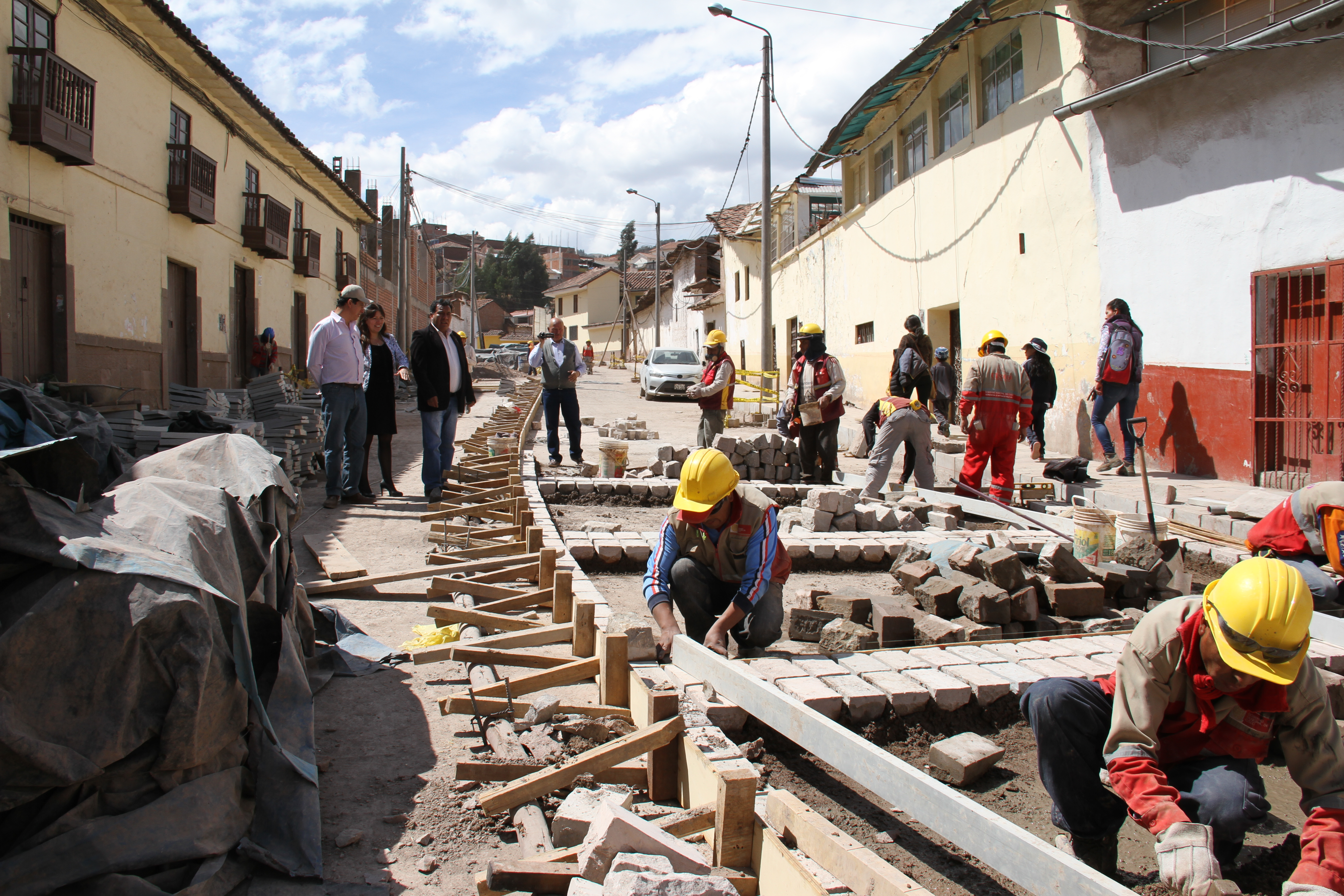 Alcalde de la ciudad y regidores verificaron avance físico MUNICIPALIDAD DEL CUSCO EJECUTA OBRAS EN EL CENTRO HISTÓRICO Y SECTOR DE INDEPENDENCIA POR MÁS DE 6 MILLONES DE SOLES