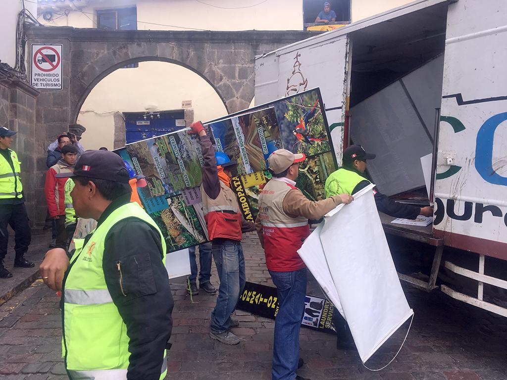 MUNICIPALIDAD PROVINCIAL DEL CUSCO DESARROLLÓ OPERATIVO DE RETIRO DE  MATERIAL PUBLICITARIO PROHIBIDO EN EL CENTRO HISTÓRICO