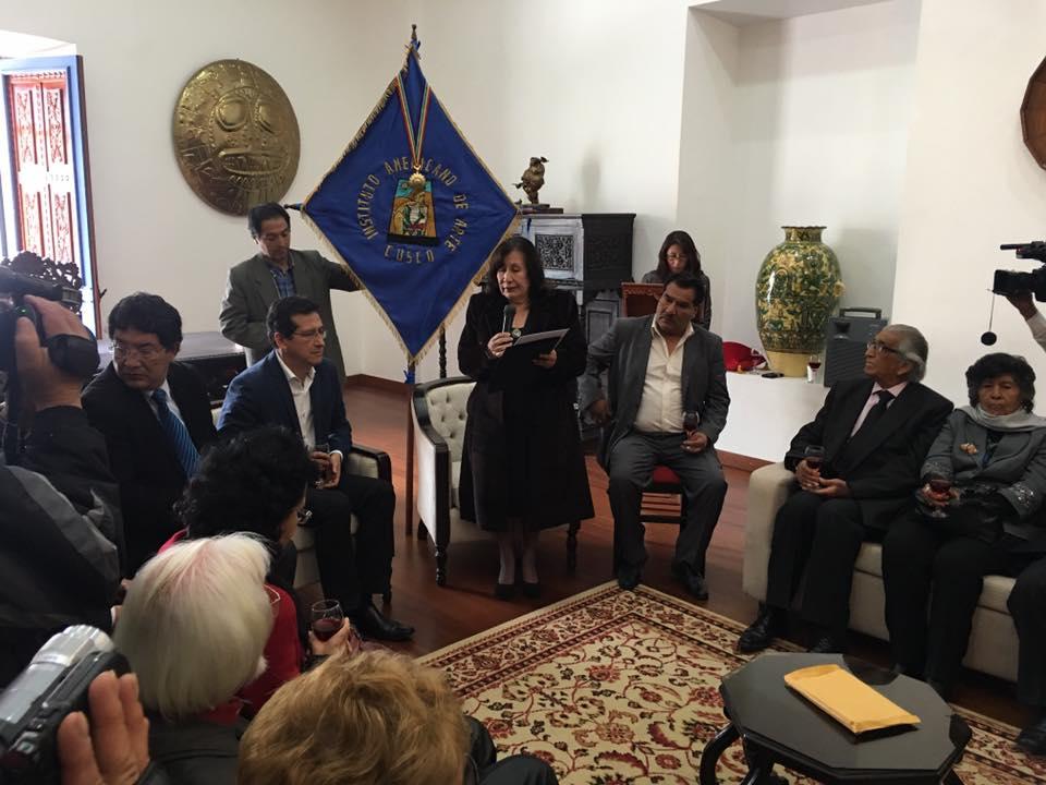 MUNICIPALIDAD PROVINCIAL DE CUSCO ENTREGA MEDALLA DE ALCALDIA AL INSTITUTO AMERICANO DE ARTE.