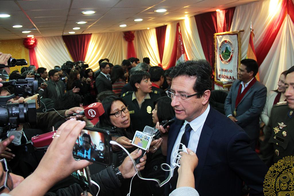 ALCALDE  DEL CUSCO  CARLOS MOSCOSO  PARTICIPÓ  EN LA JURAMENTACIÓN DEL NUEVO PRESIDENTE DEL CONCEJO  REGIONAL DEL CUSCO  JAIME  GAMARRA  ZAMBRANO