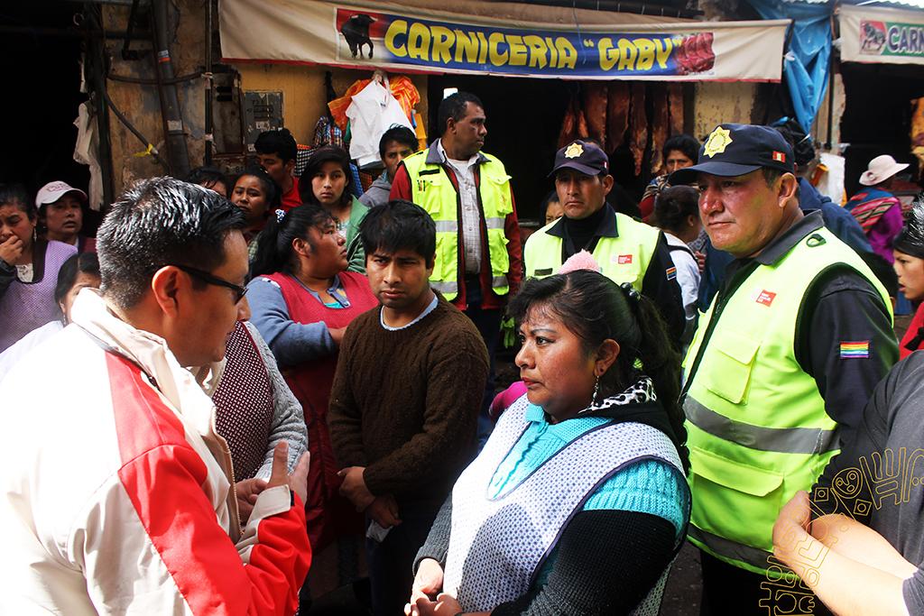 Operativo inopinado de control de licencias de funcionamiento y salud a los Mercados de Monjaspata y Ccascaparo en el Centro Histórico del Cusco