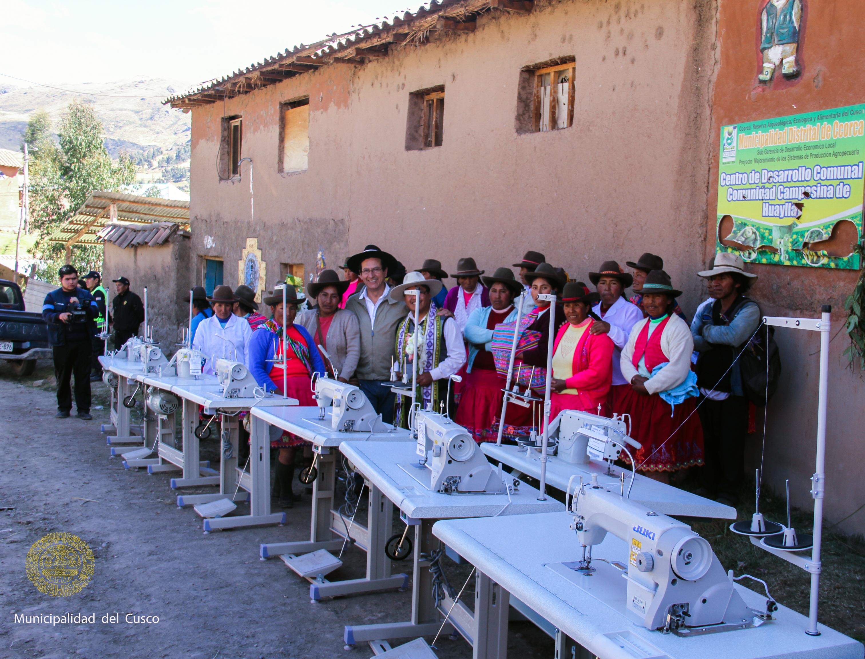 POBLADORAS DEL DISTRITO DE CCORCA FUERON BENEFICIADAS CON MAQUINAS DE TEJER