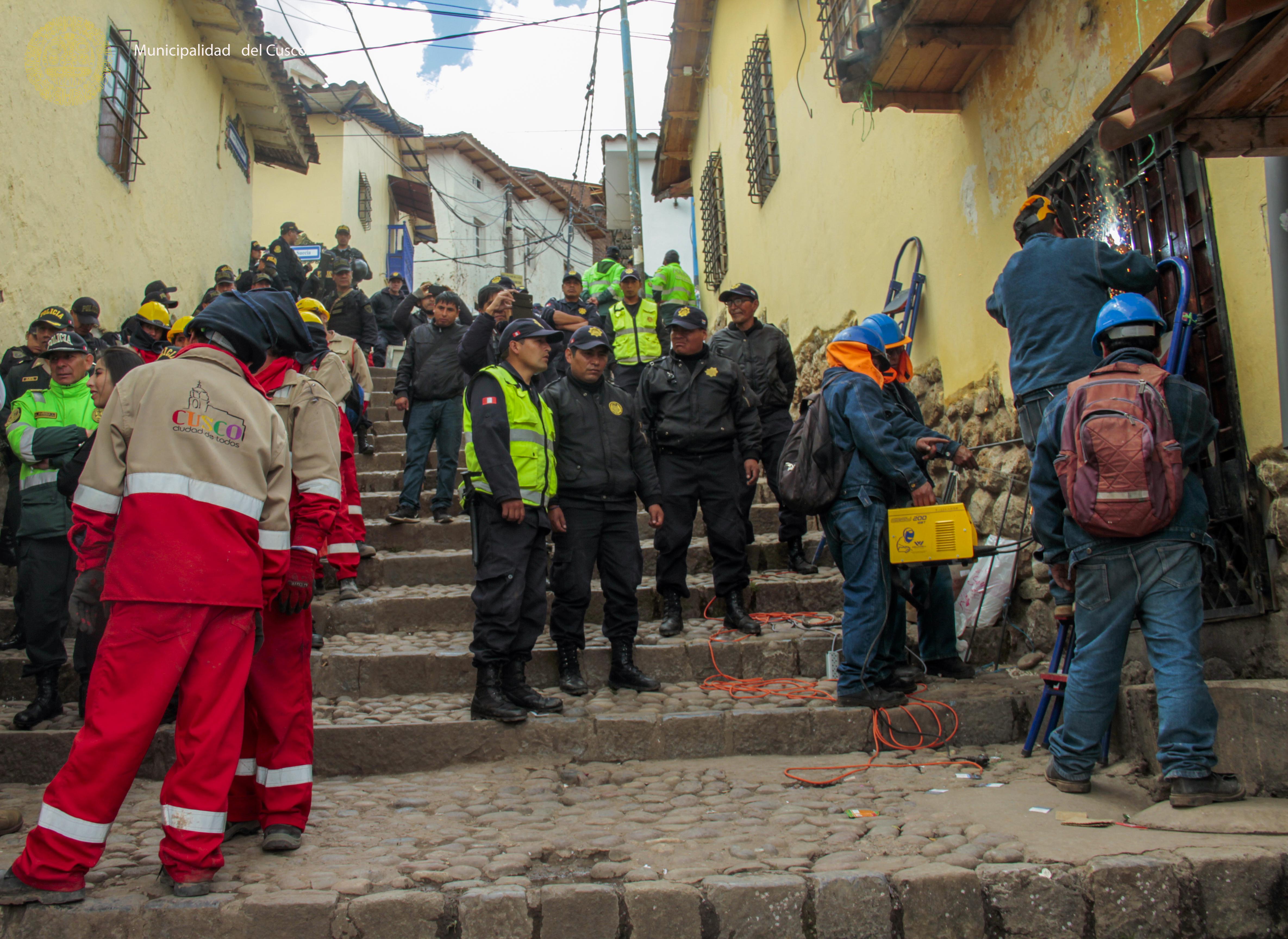 MUNICIPALIDAD DEL CUSCO  CUMPLE ORDEN JUDICIAL PARA CIERRE DE DISCOTECA  FACEBAR EN EL CENTRO HISTÓRICO