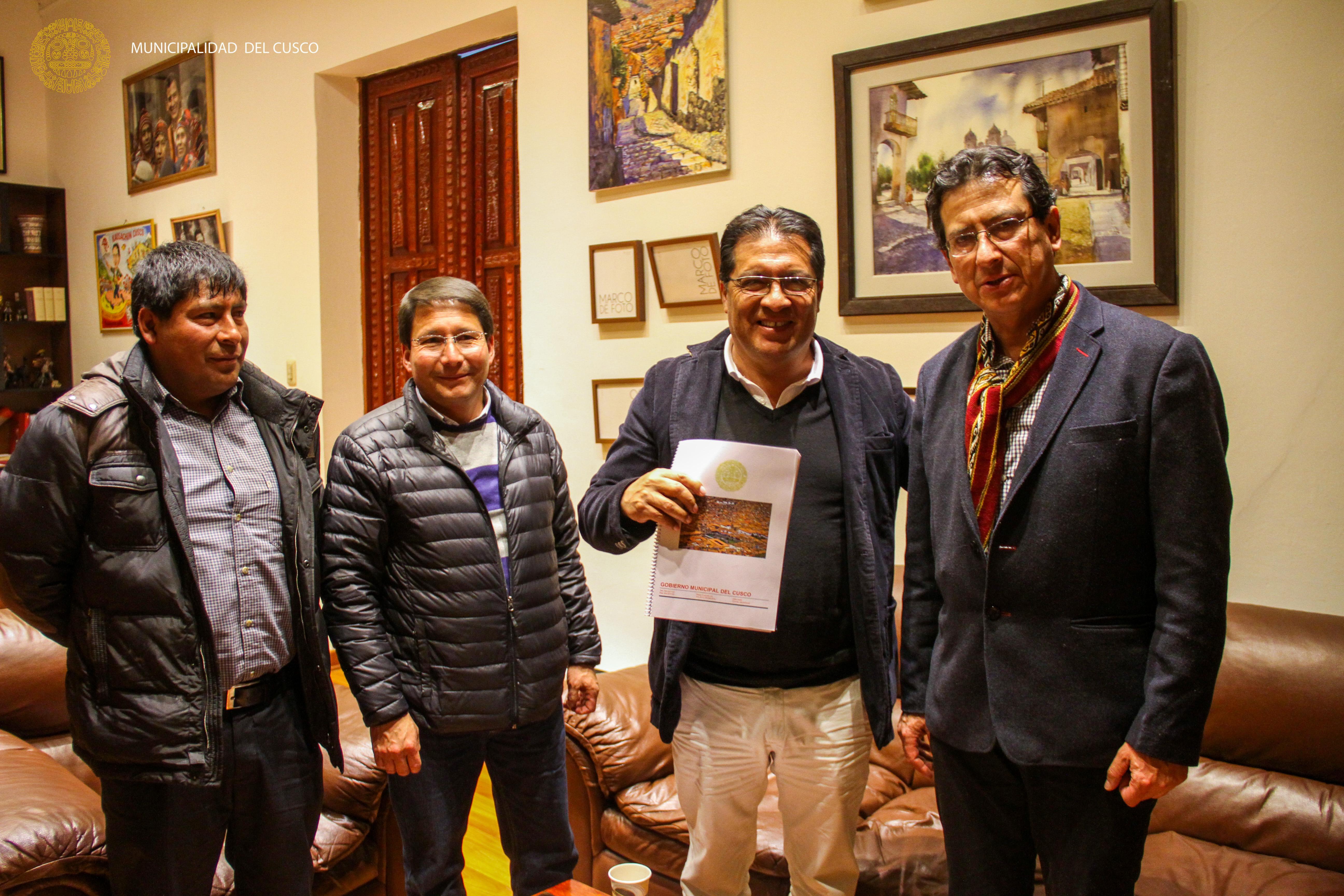 ALCALDE DEL CUSCO ENTREGO DOCUMENTO INFORMATIVO A CANDIDATOS A LA PROVINCIA DE CUSCO