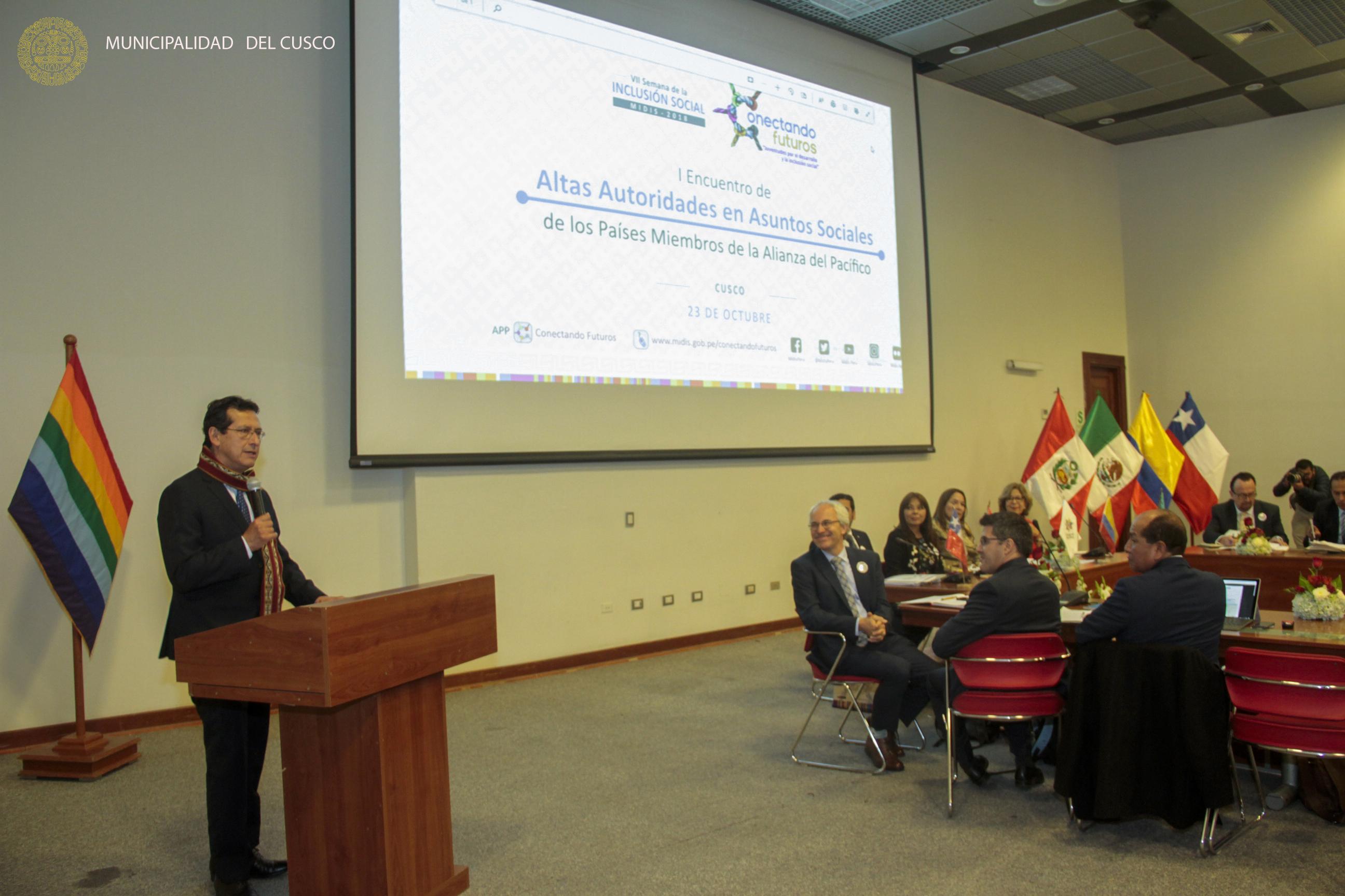 ALTAS AUTORIDADES  EN ASUNTOS SOCIALES  DE  AMÉRICA  LATINA  SE REÚNEN EN LA CIUDAD DEL CUSCO .