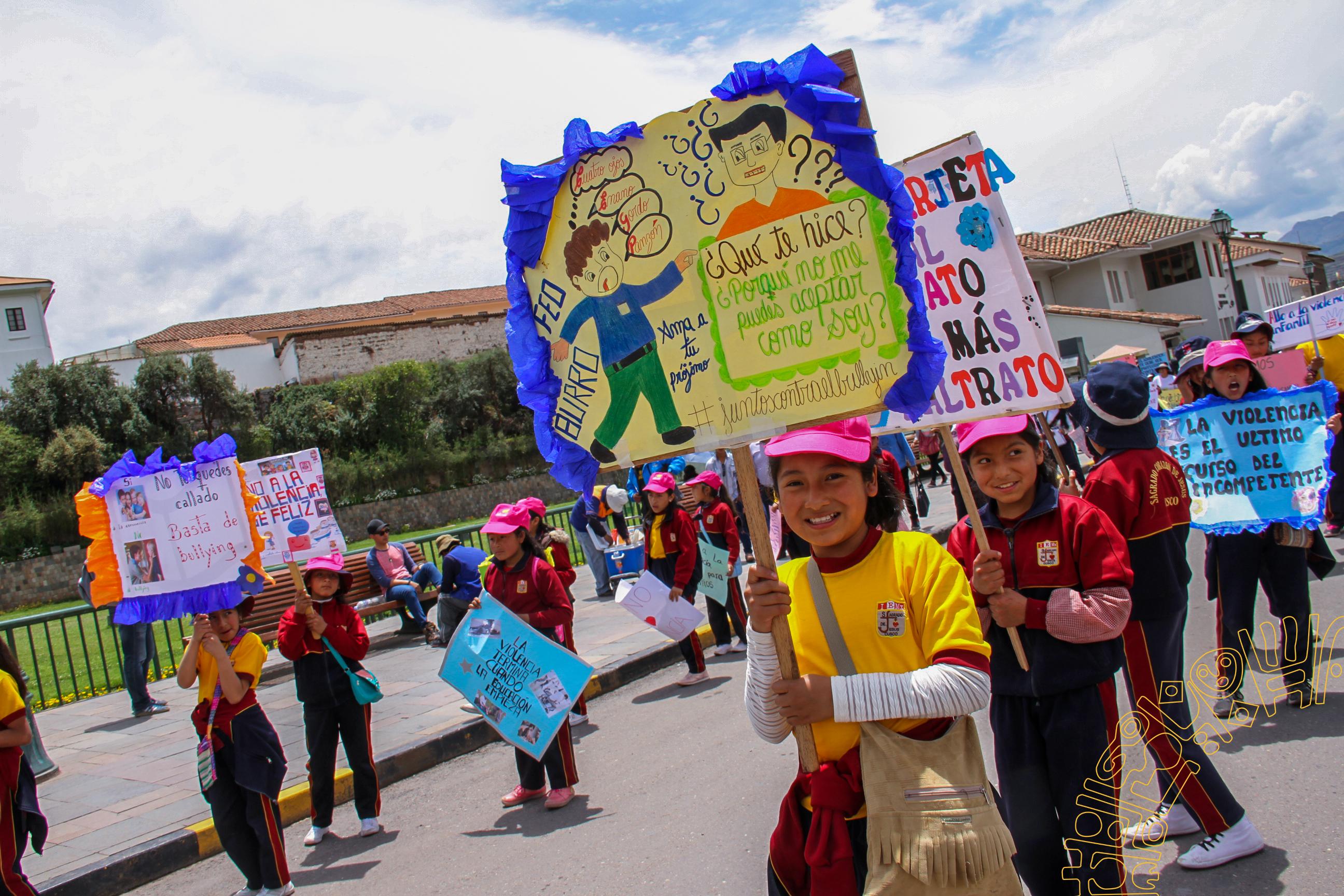 LA MUNICIPALIDAD PROVINCIAL DEL CUSCO PARTICIPO EN LA MOVILIZACIÓN POR EL DÍA MUNDIAL DE LA PREVENCIÓN DEL ABUSO INFANTIL