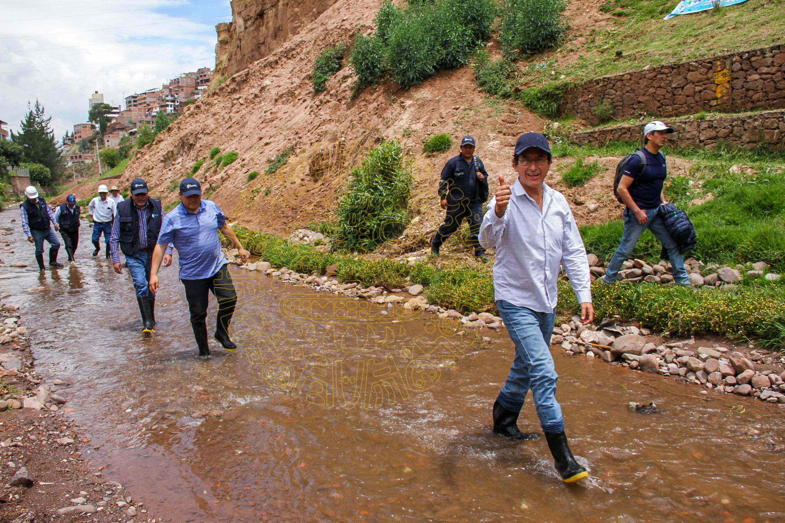 ALCALDE DEL CUSCO  REALIZA INSPECCIÓN A LOS TRABAJOS EN LA CUENCA DEL RÍO  HUATANAY