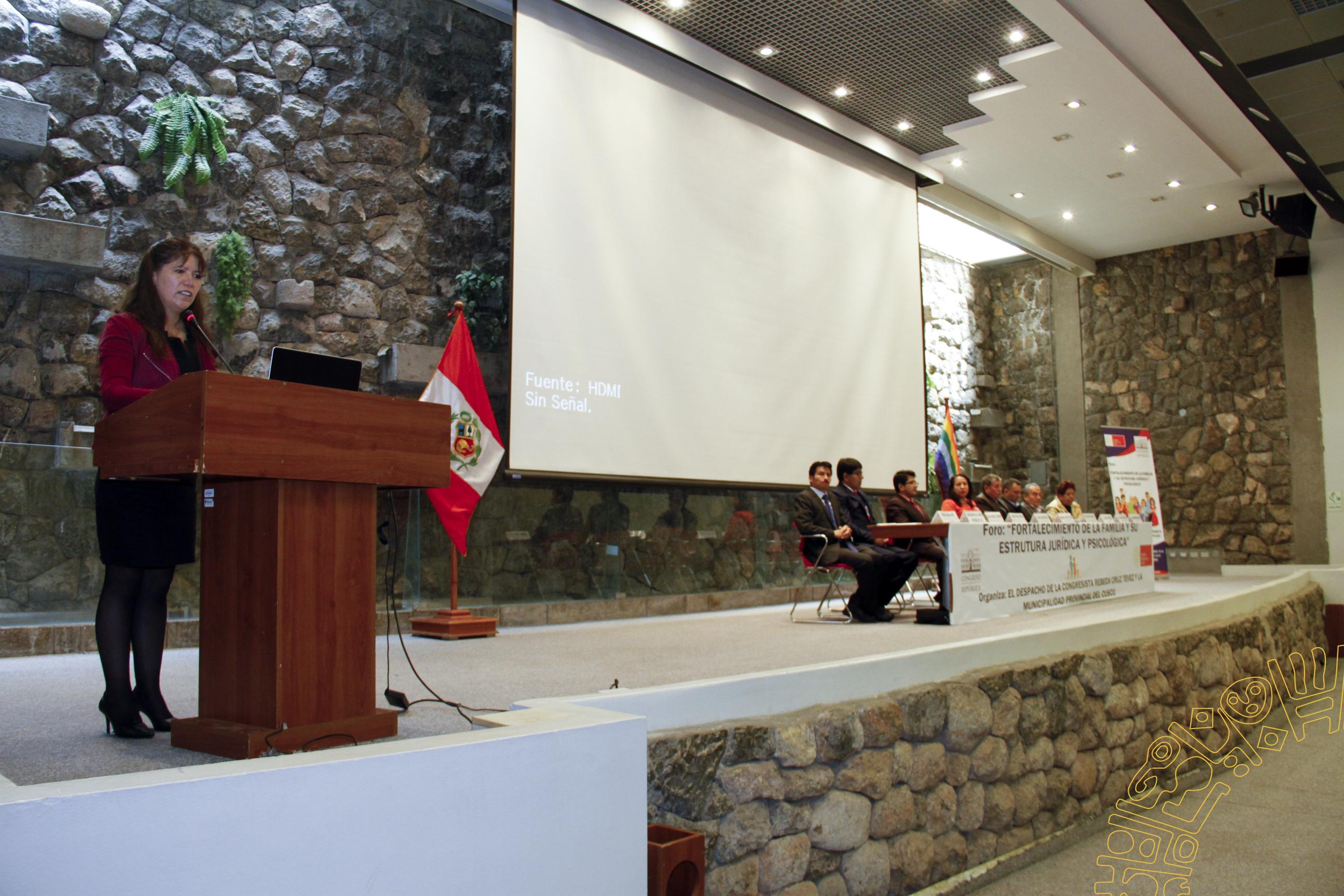 """LA MUNICIPALIDAD PROVINCIAL DEL CUSCO ORGANIZO FORO: """"FORTALECIMIENTO DE LA FAMILIA Y SU ESTRUCTURA JURÍDICA Y PSICOLÓGICA"""""""